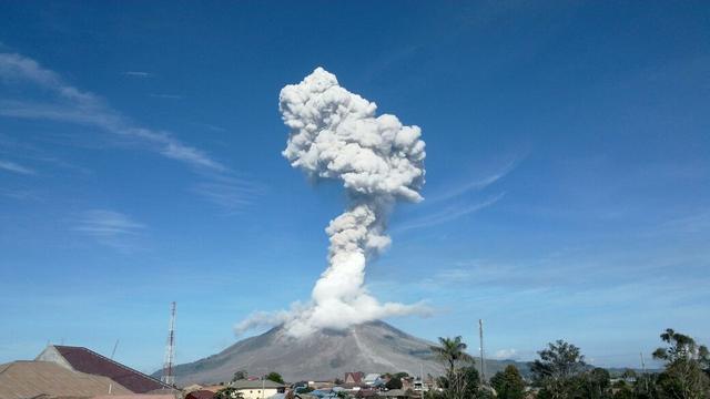 Erupsi Pertama Gunung Sinabung 2021, Kolom Abu Setinggi 1 Kilometer
