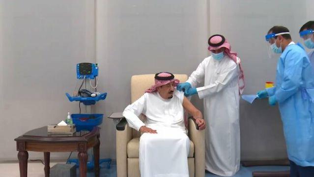 Raja Salman Disuntik Vaksin Covid-19 Pfizer-BioNTEch