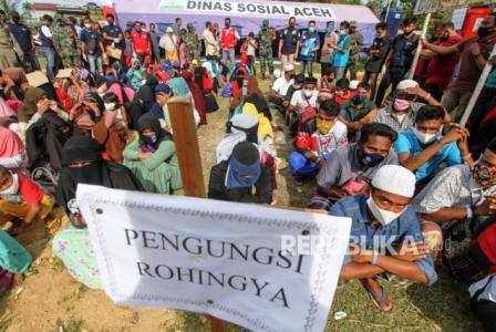 Ratusan Pengungsi Rohingya Melarikan diri