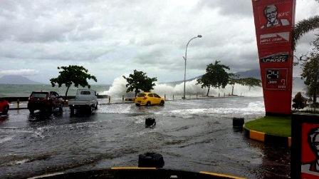 Gelombang Laut Pasang, Mal Mantos Manado Terendam Banjir