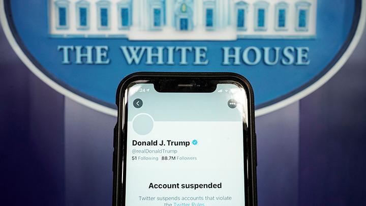 Dinilai 'Hasut Kericuhan', Akun Medsos Trump Diblokir