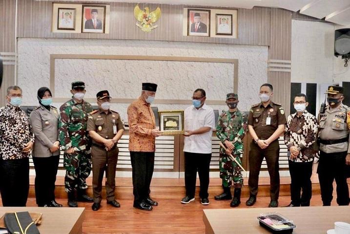 Terima Kunjungan Wali Kota Padang, Akhyar Nasution Sampaikan Upaya Pemko Medan Tangani Covid-19