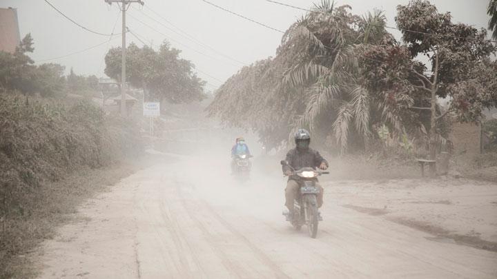Tiga Kecamatan diselimuti Abu Vulkanik  pasca Erupsi Sinabung