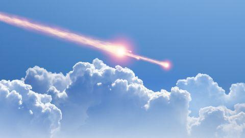 Meteor di Siang Bolong Bikin Langit London Makin Terang