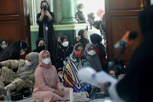 Sri Ayu Mihari Kukuhkan Komite Hijabers Mom Community Medan