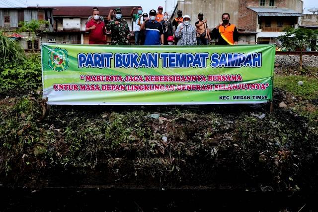 Jajaran Kecamatan Medan Timur Gotong royong di Jalan Ampera