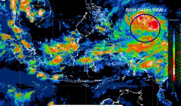 Bibit Siklon Tropis 94W membayangi Indonesia