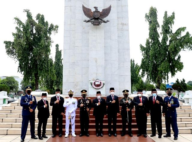HUT ke-73 Provinsi Sumut, Rombongan ziarah ke Makam Pahlawan