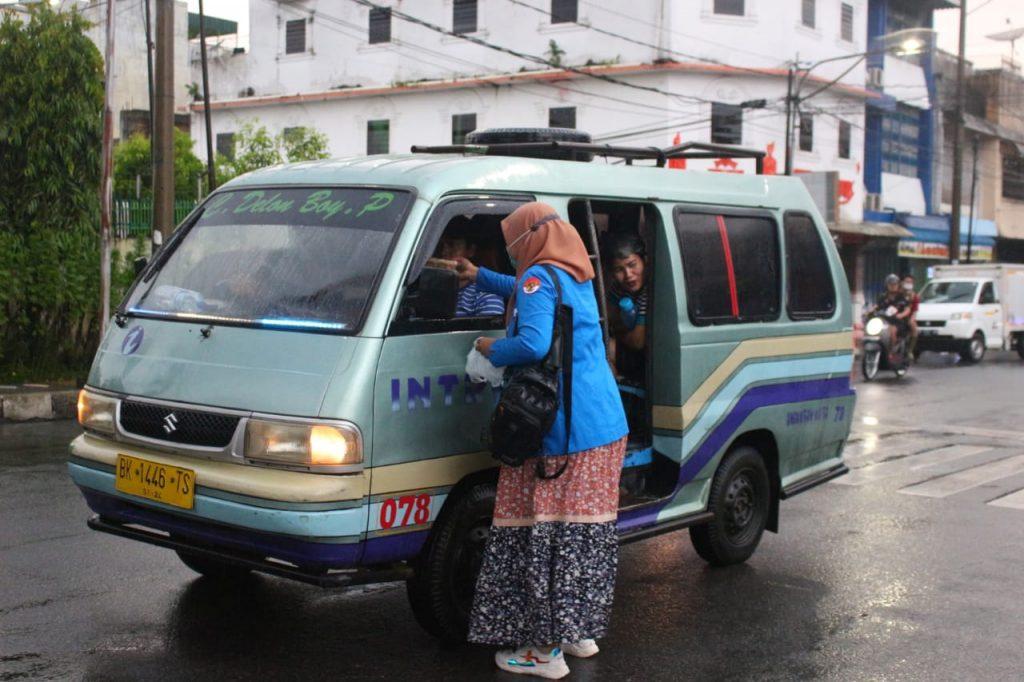 KNPI Sumut Napak Tilas Masjid dan Berbagi Sembako di Siantar